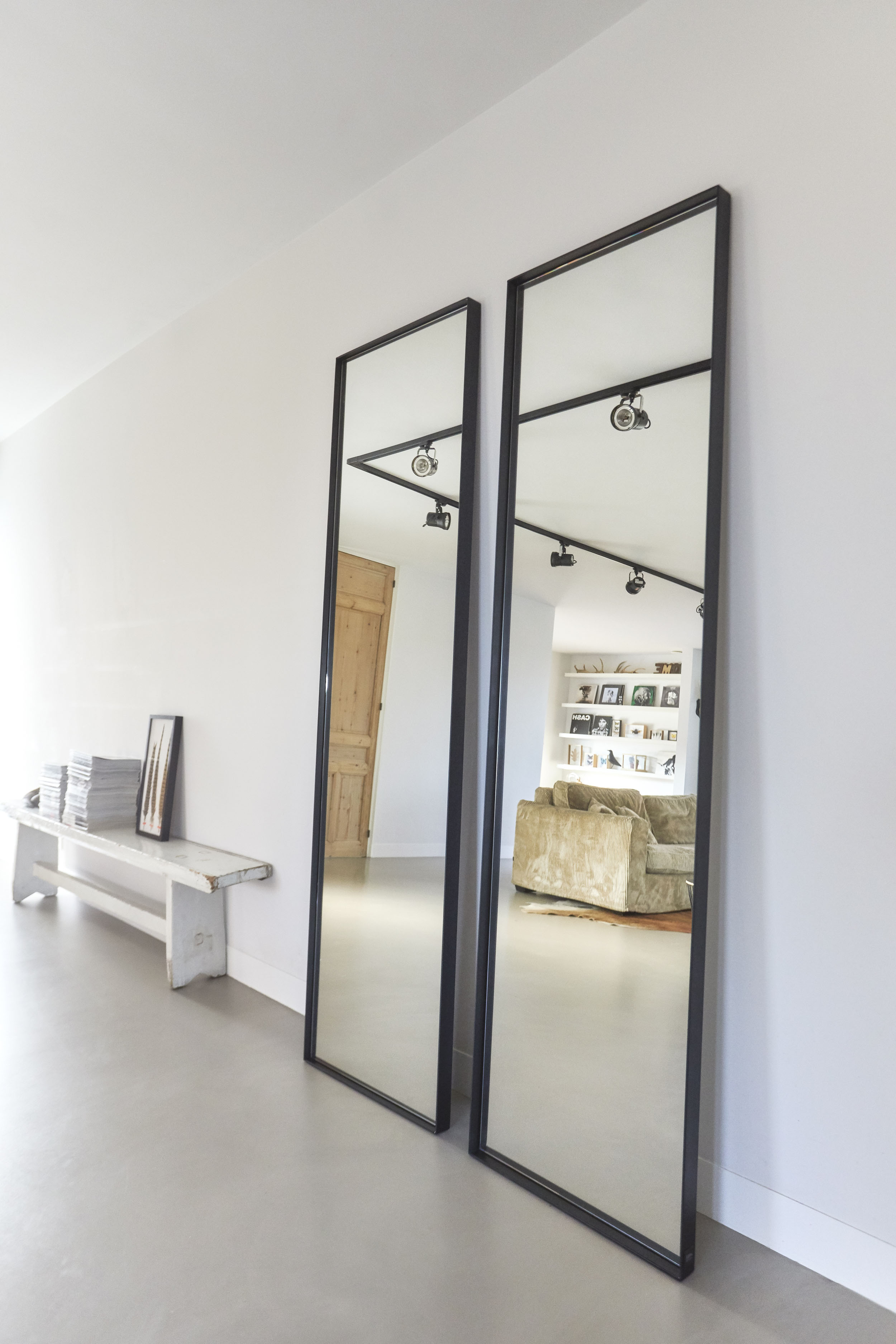 Staande Design Spiegel.Frontstaal Grote Stalen Spiegel Zwart