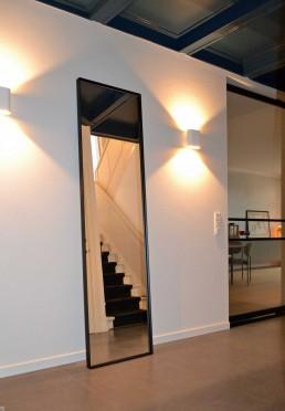 Hal herenhuis Gouda: Stalen spiegel zwart, helder glas (220x60x5 cm)