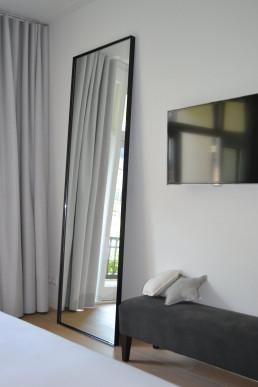 XL stalen spiegel op maat, zwart met helder glas (250x80 cm)
