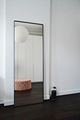 Frontstaal stalen spiegel zwart 80 cm breed | Herenhuis Maastricht