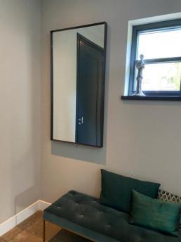 Frontstaal spiegel op maat | Donkerbrons, helder glas | Hal