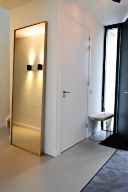 Frontstaal XL stalen spiegel 80 cm breed | Nieuwbouw Villa Vleuten